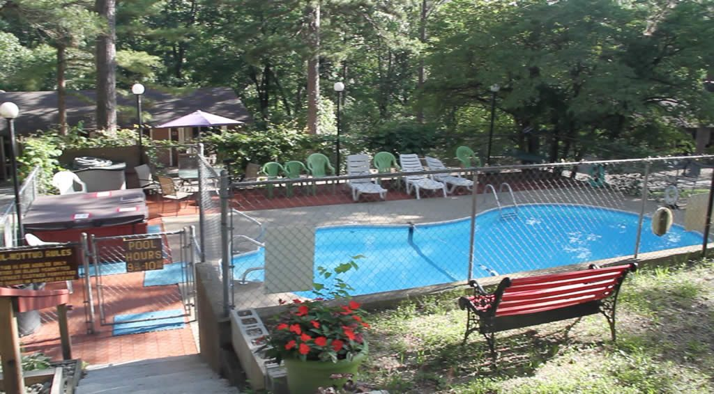 Pool and Hot Tub at Cardinal Hill Cottages